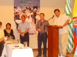 El ViceMinistro Oscar Rueda Garcia junto a su equipo, coordinando el debate sobre la función del Registro Nacional de Prestadores Turisticos